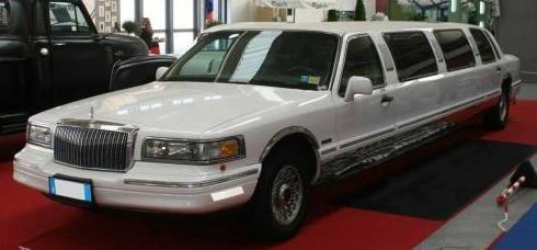 consigli-noleggio-limousine-lyncon-towncar